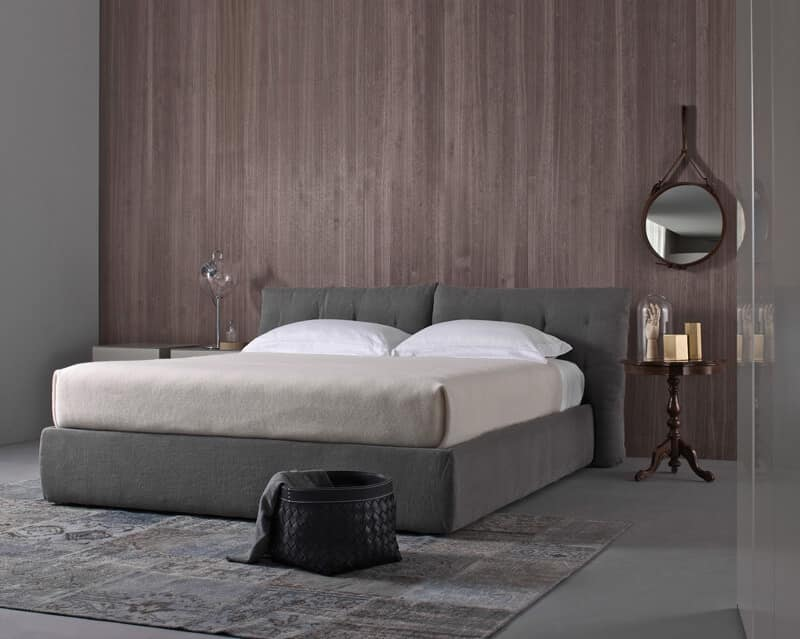 bett mit gepolstertem kopfteil in leder idfdesign. Black Bedroom Furniture Sets. Home Design Ideas