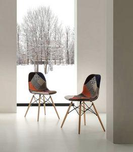 Art. 288 Shell Patch, Stuhl mit Patchwork-Stoffpolster, Buche Beine
