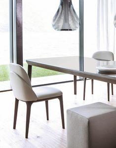 Manda Stuhl, Stuhl zeichnet sich durch zarte geschwungene Linien aus
