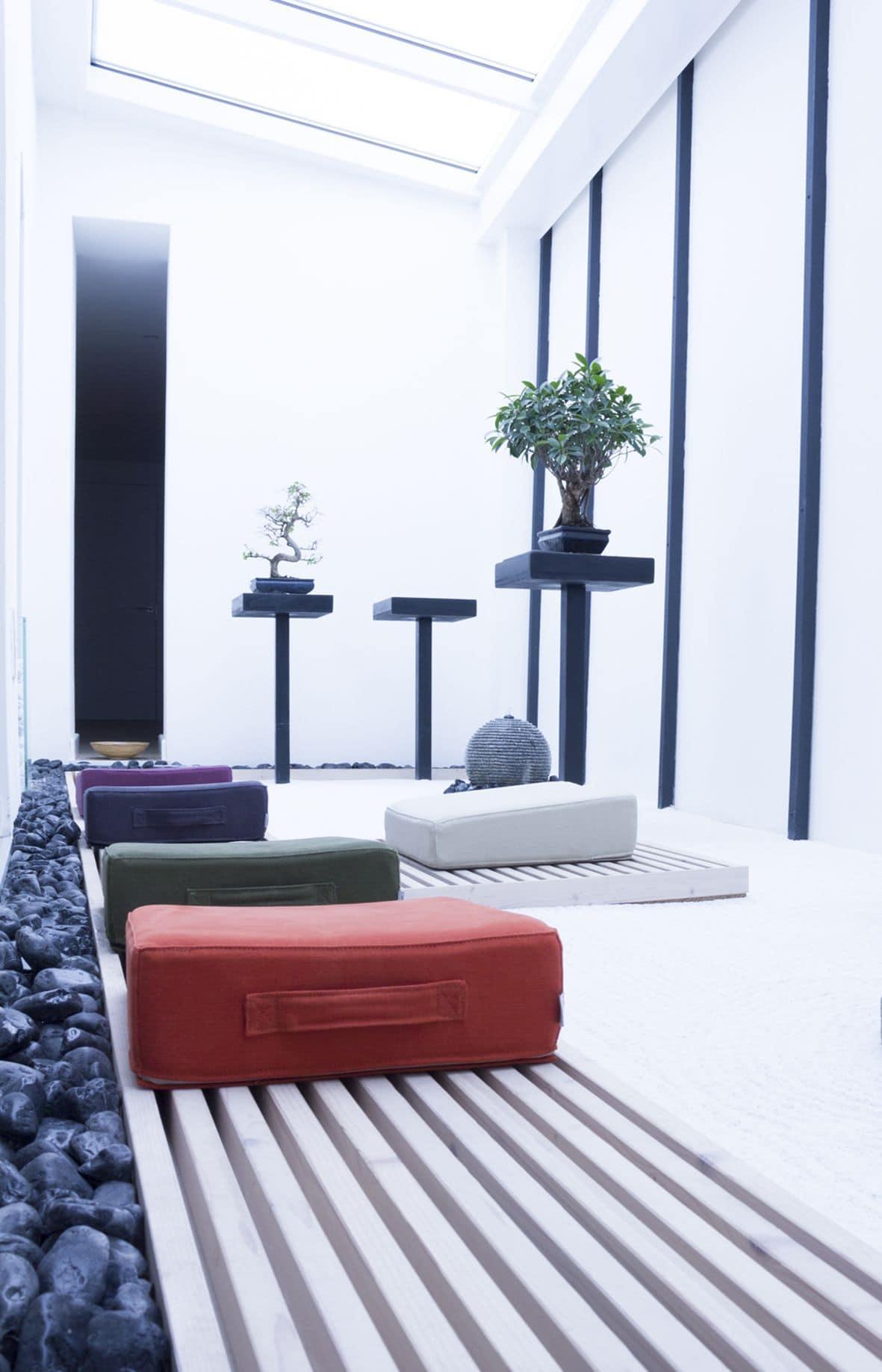 meditationskissen f r zuhause und fitness studio idfdesign. Black Bedroom Furniture Sets. Home Design Ideas