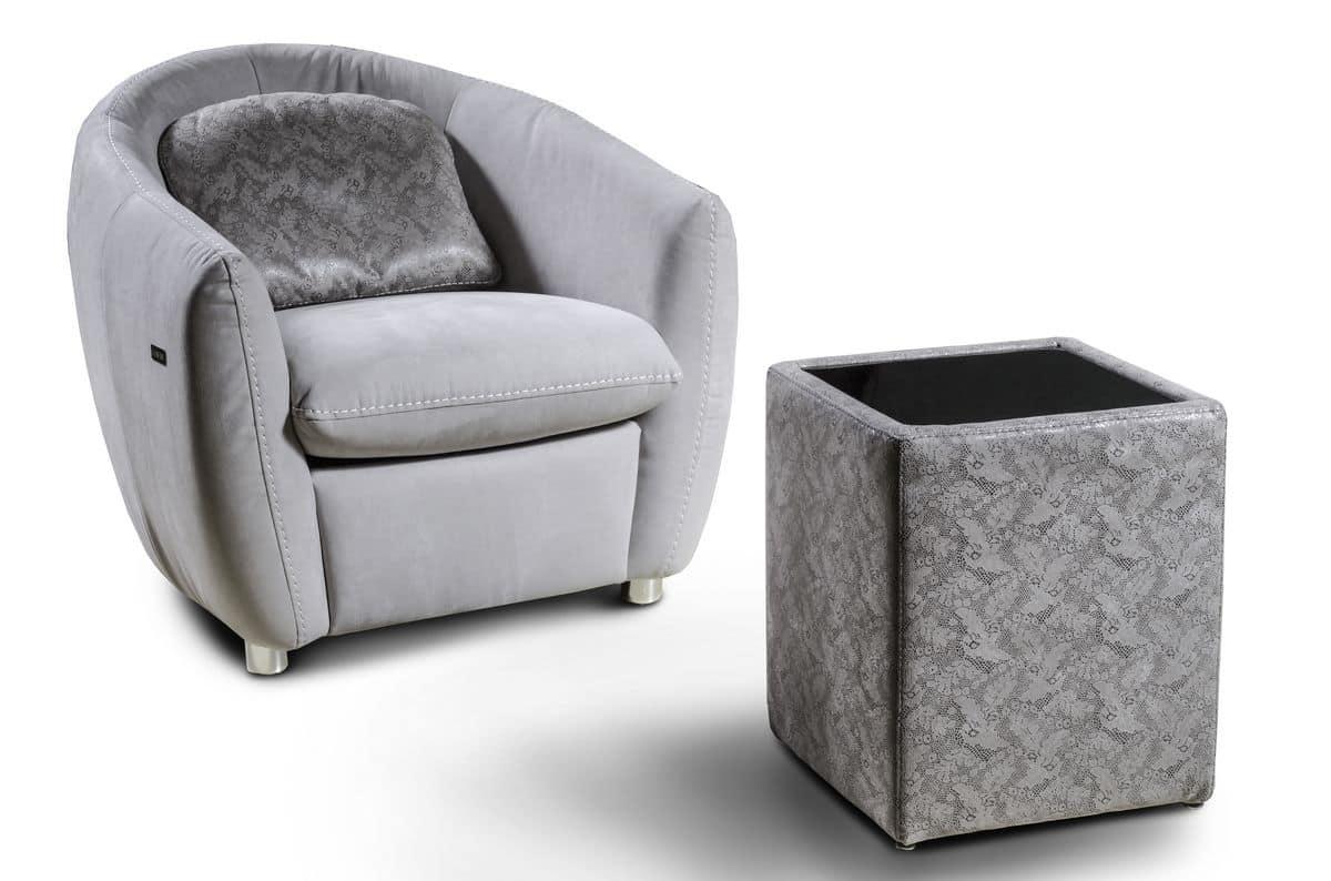 pouff aus stoff mit dem zeichnen der italienischen denkm ler idfdesign. Black Bedroom Furniture Sets. Home Design Ideas