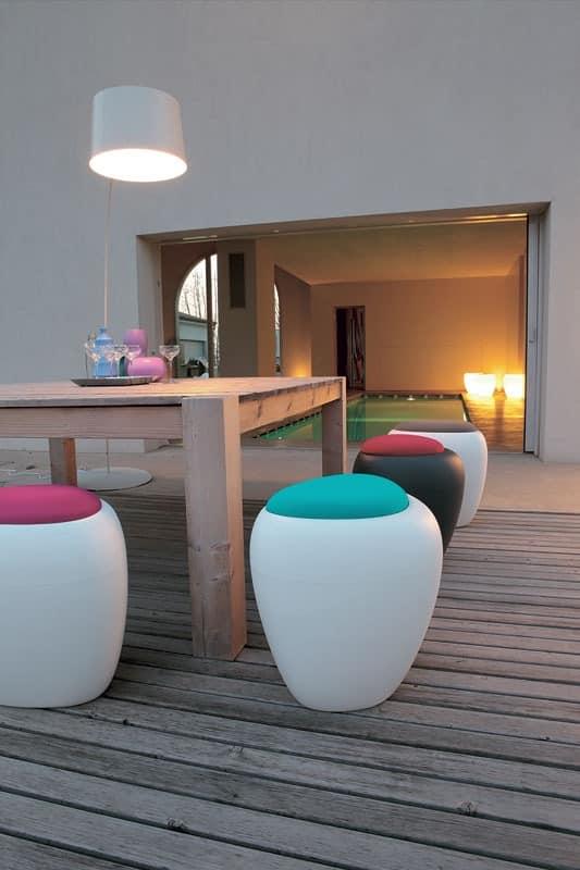 ottomane mit kissen multifunktions f r den au enbereich idfdesign. Black Bedroom Furniture Sets. Home Design Ideas