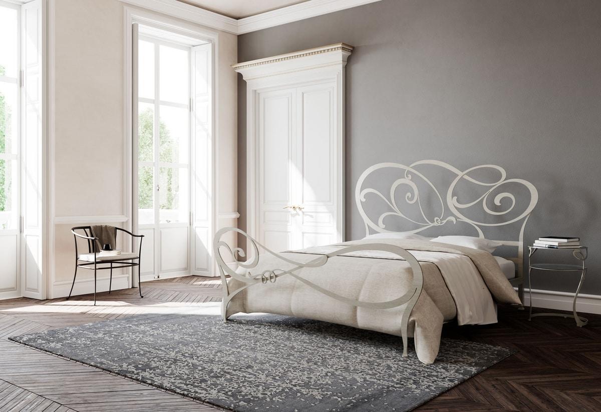 Floris, Bett mit Kopfteil in Eisen dekoriert