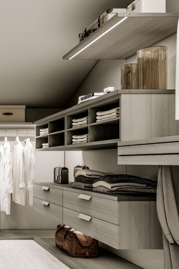 begehbarer kleiderschrank mit spiegelplatte idfdesign. Black Bedroom Furniture Sets. Home Design Ideas