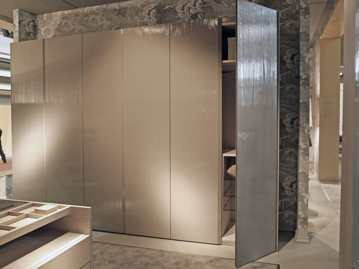 kleiderschrank mit dreht ren eichenholz kern f r moderne schlafzimmer idfdesign. Black Bedroom Furniture Sets. Home Design Ideas
