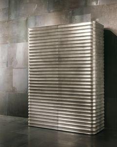 4409 Donostia, Geformter Kleiderschrank aus Holz