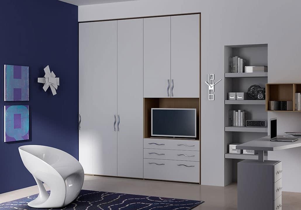Kleiderschrank mit vorhang t r und box f r tv idfdesign for Armadio ripostiglio ikea