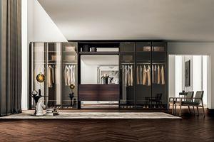Kleiderschrank mit transparenten und Flügeltüren, Design-Schrank, mit Flügeltüren aus getöntem Glas