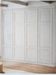 London, Lackierter Kleiderschrank aus Holz