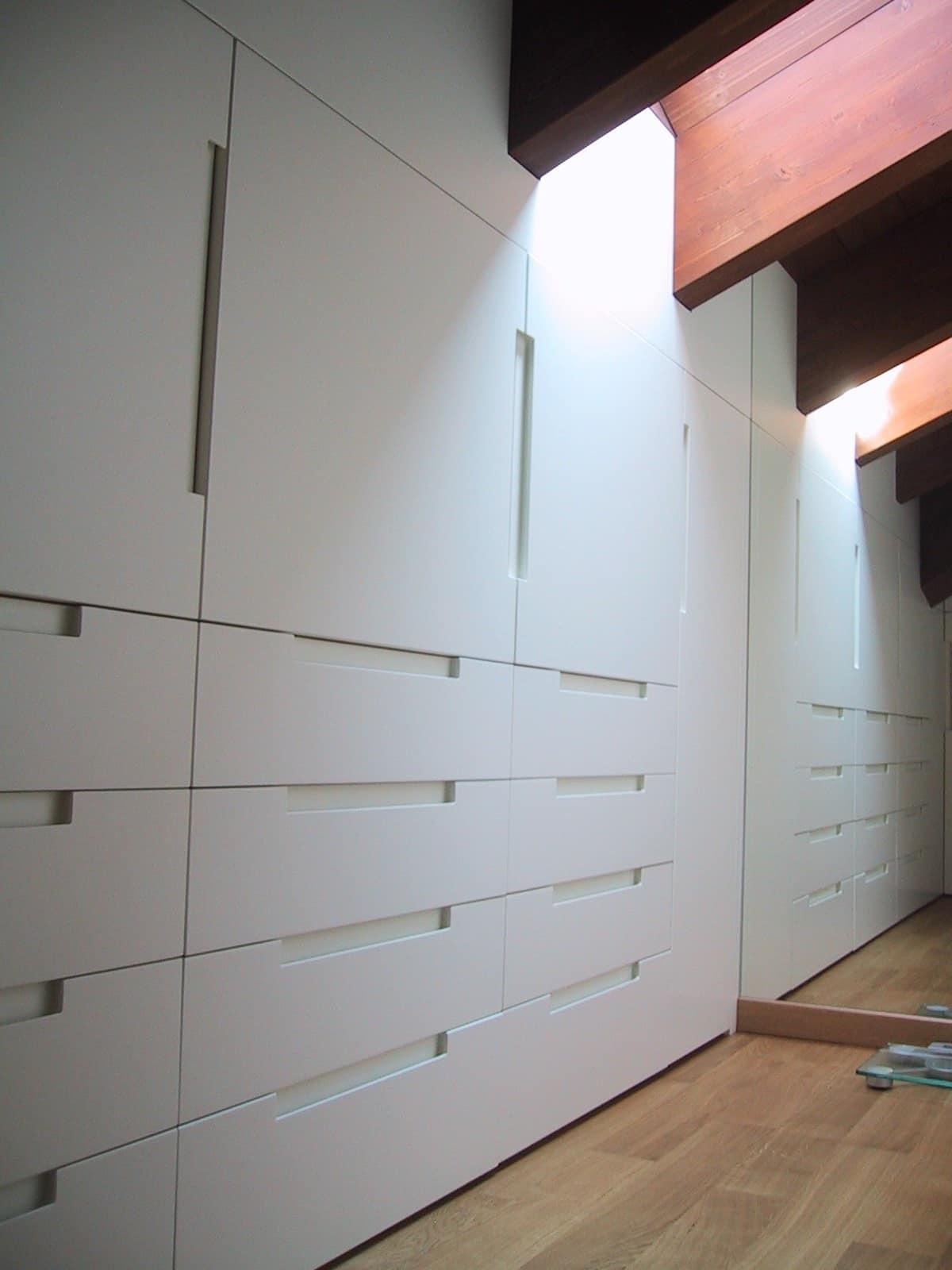 Dachboden Schrank kleiderschrank in weiß lackiertem holz individuell für dachboden
