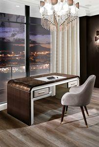 ART. 3332, Schreibtisch mit dekorativen Lederelementen