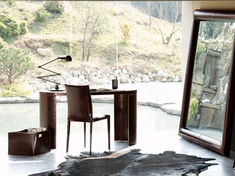 schreibtisch aus holz bedeckt in leder idfdesign. Black Bedroom Furniture Sets. Home Design Ideas