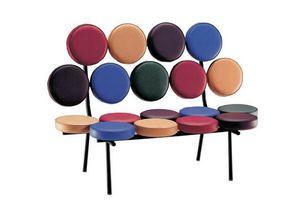 906, Design Sofa, mit 18 runden Kissen