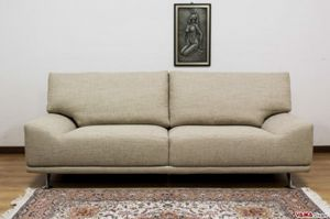 Ginger, Originelles Sofa mit in den Sitz integrierten Armlehnen