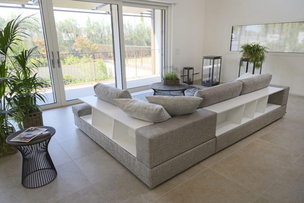 Niagara, Modernes modulares Sofa mit Bücherregal
