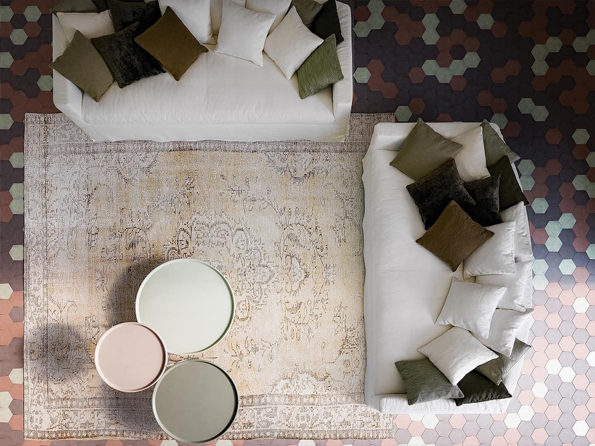 otto sofa mit niedrigen und leicht gew lbten r ckenlehne. Black Bedroom Furniture Sets. Home Design Ideas