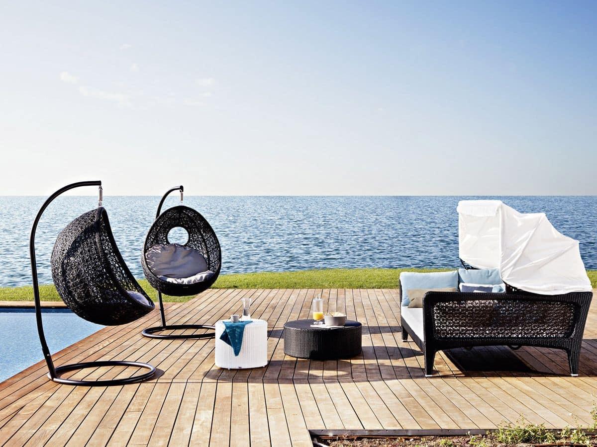 sofa bett mit sonnenschirm zum strand und terrasse. Black Bedroom Furniture Sets. Home Design Ideas