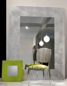 Art. 20800, Spiegel mit Rahmen mit Spiralen verziert