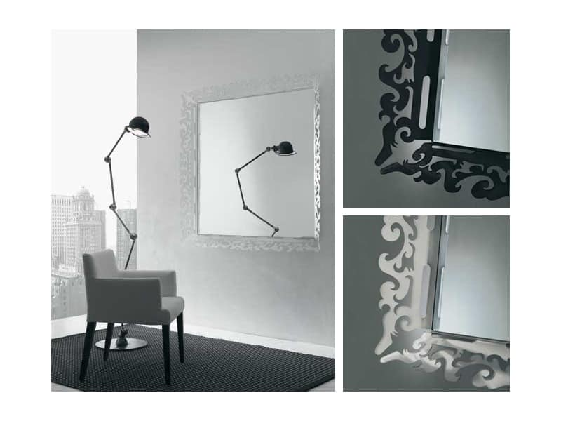 k199 mirror, Spiegel mit verzierten Rahmen in Plexiglas