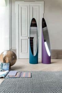 KOLONAKI, Spiegel auf dem Boden mit Struktur in Leder bezogen
