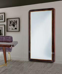 W07M, Großer Spiegel mit Holzrahmen