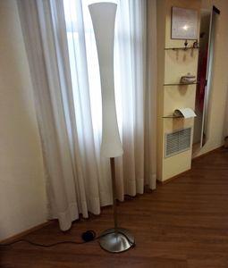 Stehleuchte 01, Stehlampe mit weißem Glasdiffusor