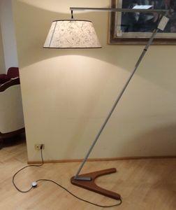 Stehleuchte 02, Stehlampe mit Holzsockel