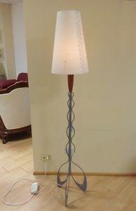 Stehleuchte 04, Elegante Stehlampe mit Metallsockel