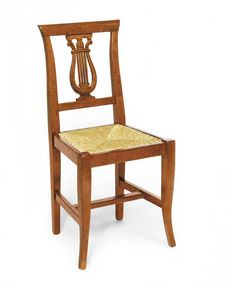 Art. 101, Stuhl mit harfenförmigem Dekor