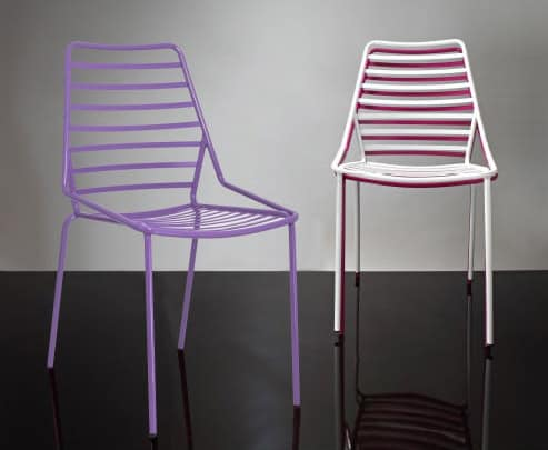 stapelbare stuhl aus metall mit horizontalen linien. Black Bedroom Furniture Sets. Home Design Ideas
