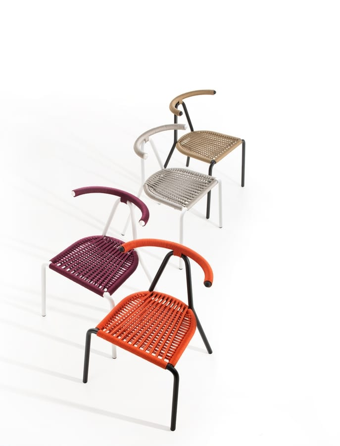 metallstuhl f r den au enbereich mit eingewebtem sitz und r ckenlehne idfdesign. Black Bedroom Furniture Sets. Home Design Ideas