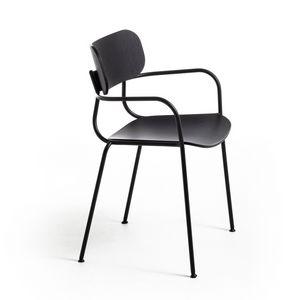 Kiyumi Wood AR, Stapelbarer Stuhl mit Armlehnen