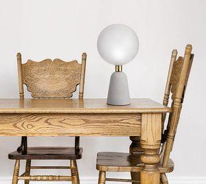 Lunar, Tischleuchte mit Betonsockel