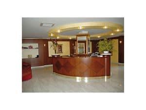 Hotel Imperiale, Rezeption für das Hotel, von feinen Holz