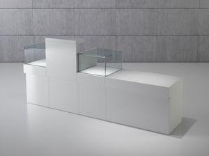 Quadratum frame comp. 04, Ladenschalter mit Vitrinen