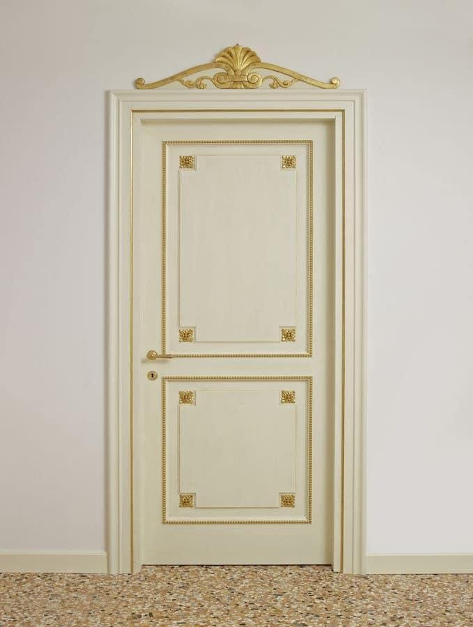 lackierte t ren mit goldenen verzierungen f r luxus hotels idfdesign. Black Bedroom Furniture Sets. Home Design Ideas