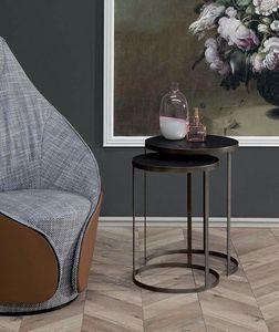 HAMMER, Kleine Tische mit Metallrahmen und Holzplatte