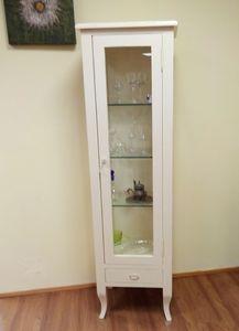 Vitrine, Vitrine aus lackiertem Holz mit Glasböden