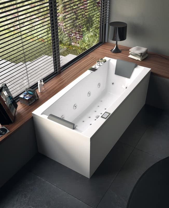 moderne badewanne mit jacuzzi verschiedene gr en idfdesign. Black Bedroom Furniture Sets. Home Design Ideas