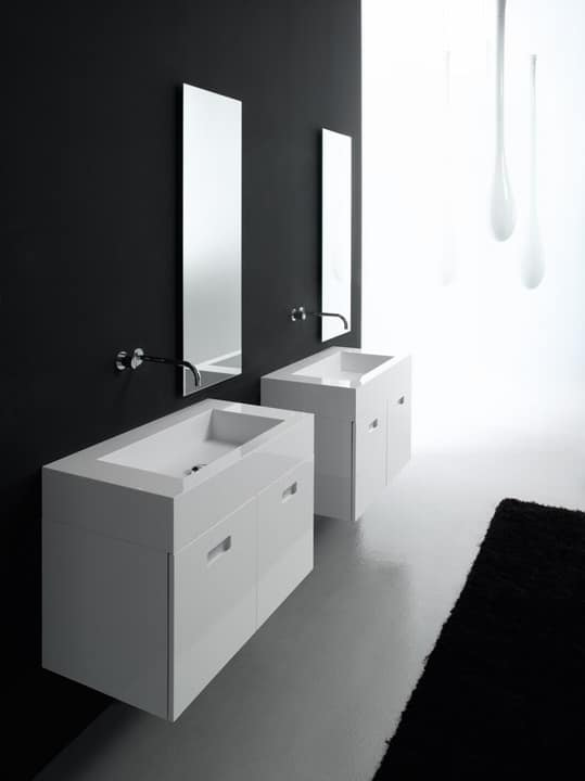badsets mit zwei waschbecken in recycelbarem material. Black Bedroom Furniture Sets. Home Design Ideas