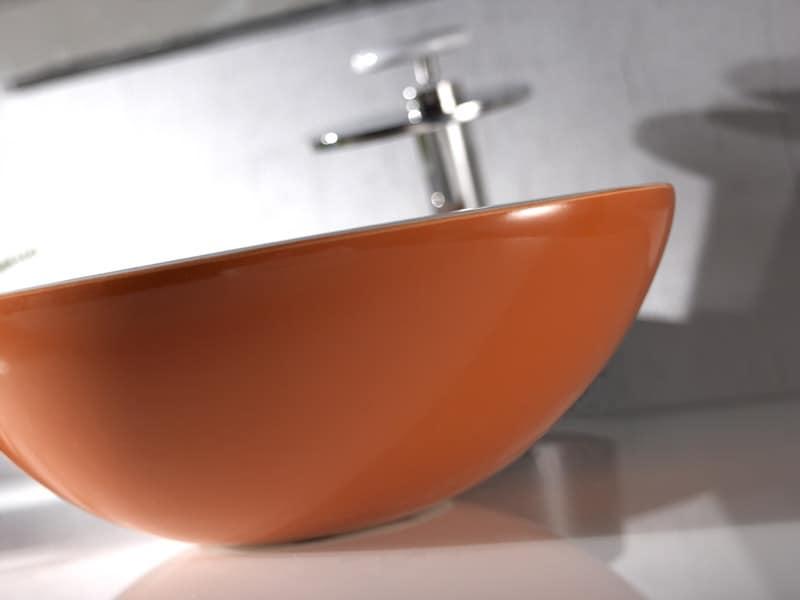 ovales waschbecken aus keramik arbeitsplatte oder an der wand montiert idfdesign. Black Bedroom Furniture Sets. Home Design Ideas