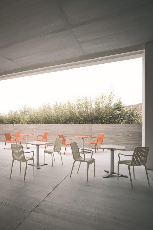 Open, Stapelstuhl für den Außenbereich, mit vertikalen Lamellen Motiv