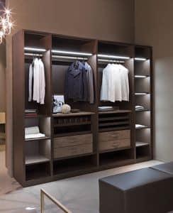 ATLANTE begehbarer Kleiderschrank comp.09, Einen begehbaren Kleiderschrank mit Kleiderbügeln, hohe Bauform