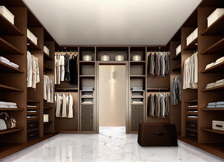 Elegante Begehbaren Kleiderschrank Fur Schlafzimmer Aus Dunklem Nussbaum Idfdesign