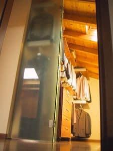 Begehbarer Kleiderschrank für den Dachboden 02, Begehbarer Kleiderschrank mit Schiebetüren aus Glas, für den Dachboden