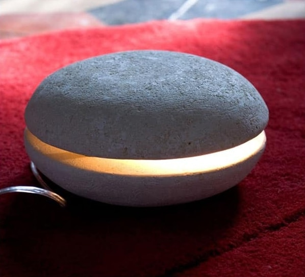Big Mac, Kleine Tischlampe aus Stein