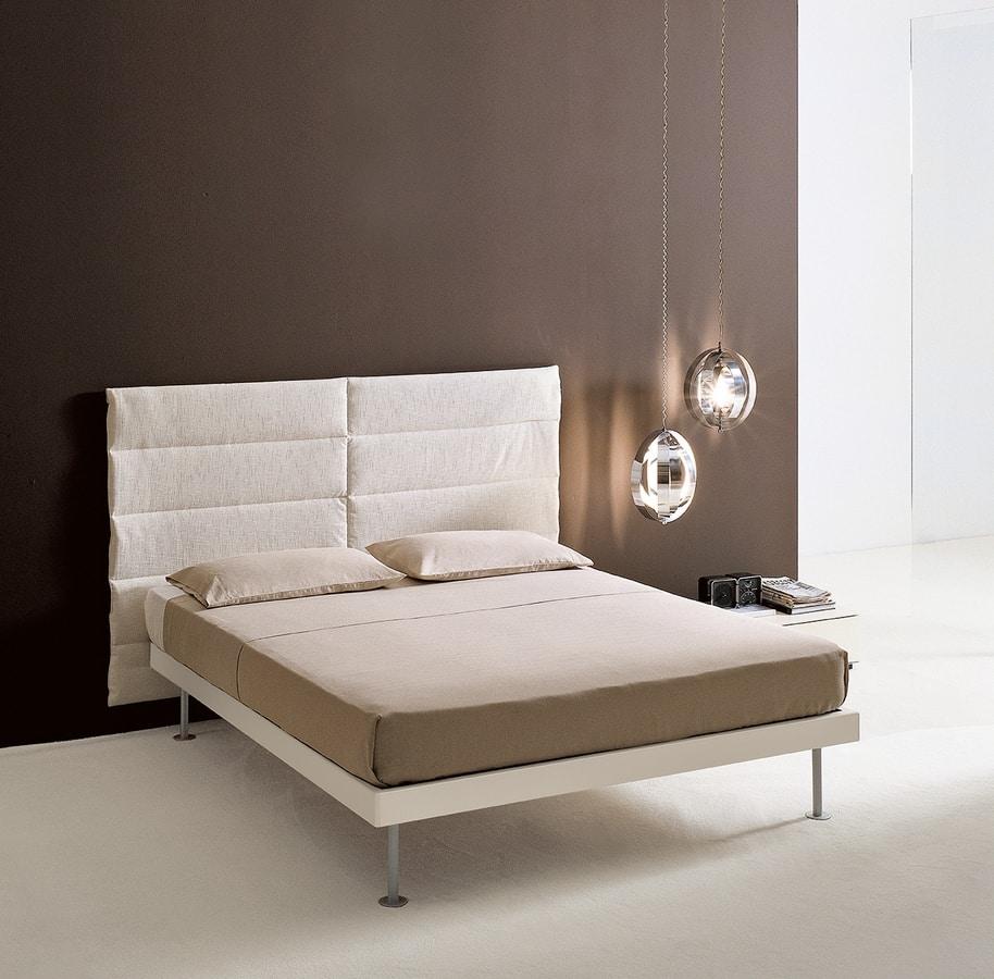 FILIPPO, Bett mit wesentlichen Linien