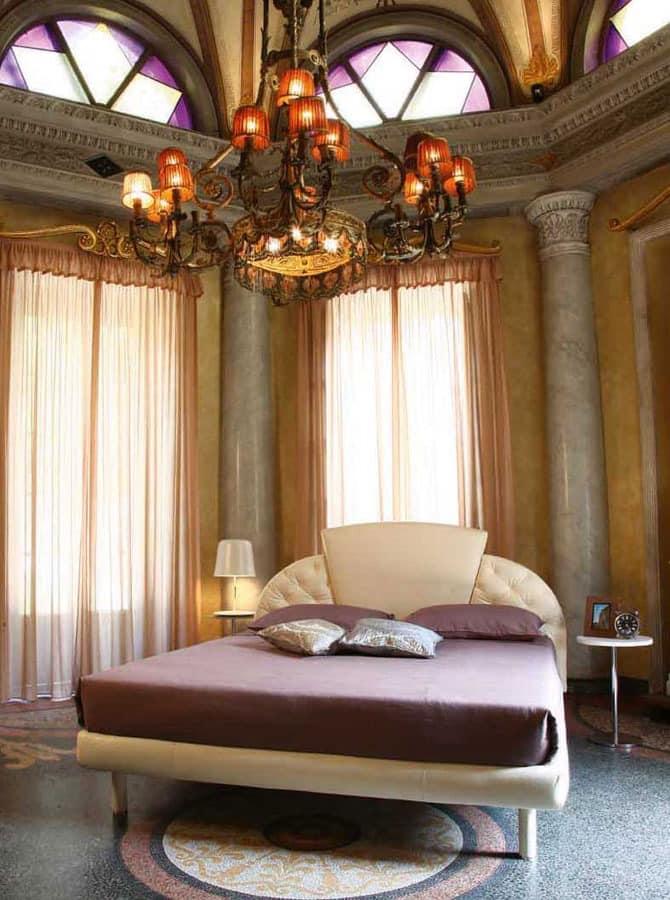 Prestige, Traditionelle Polsterbett, Kopfteil mit drei Platten, für Hotels