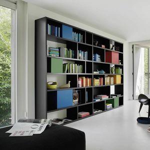 Modo M5C85, Bücherregal mit bunten Behältern