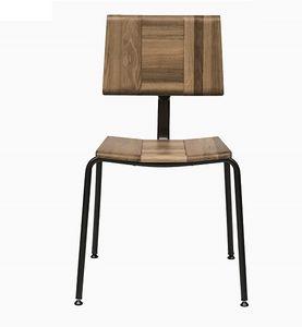 EAGLE A01, Stapelstuhl mit Sitz und Rücken aus massiver Eiche